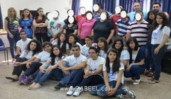 المغار : مجموعة من طلاب التّواسع من مركز الشّبيبة (מרכז נעורים) في يوم تطوّعي من أجل ذوي الاحتياجات الخاصّة في نادي المُسِن