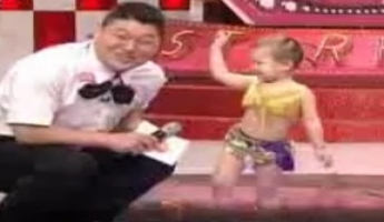 بالفيديو : طفلة كورية ترقص رقص شرقي وتُذهل العالم