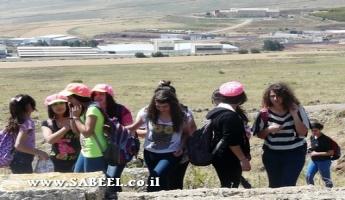 80 طالبًا وطالبة من مركز الشَّبيبة (מרכז נעורים) يانوح - جث يُشاركون في مسار مشي على جبل حطين ومحاضرة في مقام النّبي شعيب عليه السّلام ضمن موضوع الهويَّة الدُّرزيَّة