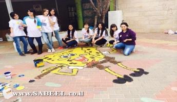 بيت جن: مركز الشَّبيبة (מרכז נעורים) في يوم أعمال خيريَّة في بستاني أطفال في القرية
