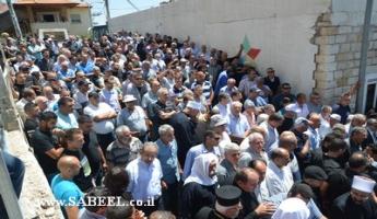 الرامة : الآلاف من محبّي الشاعر سميح القاسم يشاركون في مراسم تشييع جثمانه إلى مثواه الأخير