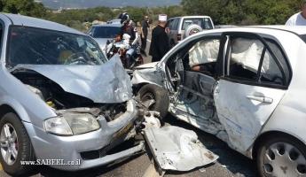 اصابتان احداهما خطيرة للغاية في حادث طرق بين تيفن وكفار فراديم
