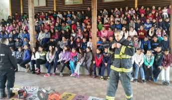 فعاليات ارشادية لسلطة الاطفاء والانقاذ في مدرسة وادي الصفا بسخنين.