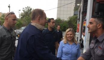 رئيس الوزراء بنيامين نتنياهو وعقيلته سارة في زيارة مفاجئة لمحطة الاطفاء والانقاذ بمدينة نهاريا