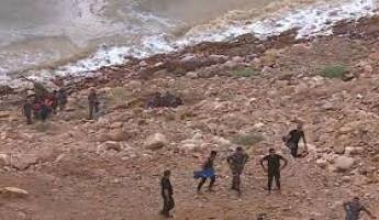 مياه السيول تودي بحياة 16 شخصا على الأقل في الأردن، وتخليص العشرات بينهم طلاب مدرسة