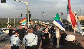 تظاهرة ووقفة احتجاج على مفترق احيهود ضد قانون القومية العنصري