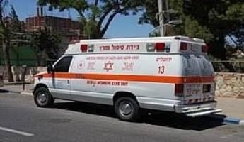 الشرطة: اصابة شابة من بيت جن، على ما يبدو، جراء سقوطها او قفزها من سيارة