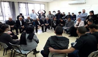 وزير التّربية نفتالي بينت في زيارة لمدرسة جلجولية التي تم فيها اطلاق النار على احد طلابها