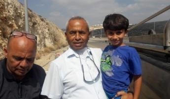 الشرطة الاسرائيلية تتسلم الطفل المخطوف كريم جمهور سالما وهو في انتظار اجراء فحوصات طبية له ومن ثم تسليمه لأهله
