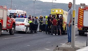 اصابة ثلاثة في حادث طرق على مفرق مجد الكروم وقوات الانقاذ عملت على تخليصهم من السيارتين ونقلهم للمستشفى