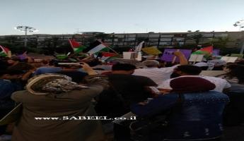 عشرات الآلاف  من المواطنين العرب ومن المؤيدين اليهود يتظاهرون في هذه الساعة في ميدان رابين في تل ابيب ضد قانون القومية