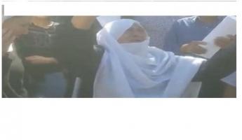 بالفيديو: مشهد مبكي لشيخة من السويداء تناشد إطلاق سراح أقاربها المختطفين لدى داعش...