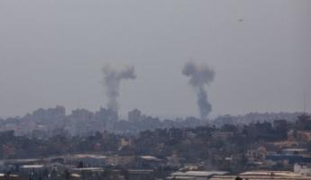 استمرارإطلاق الرشقات الصاروخية من قطاع غزة، وشن غارات سلاح الجو الاسرائيلي على 150 هدفا للتنظيمات في القطاع