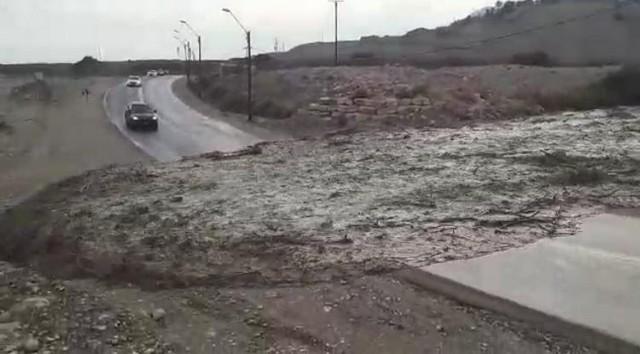 مسافرون اسرائيليون يلتقطون بالفيديو بداية الفيضان المخيف في נחל ערוגות