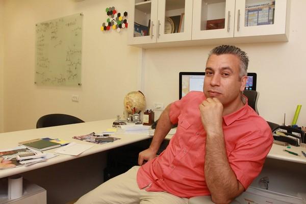 البروفيسور اشرف إبريق ابن ابوسنان يحصل على جائزة الاتحاد الأوربي للأبحاث ERC