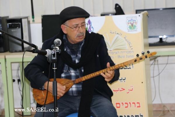 الفنان الموسيقي سالم درويش يغني من...