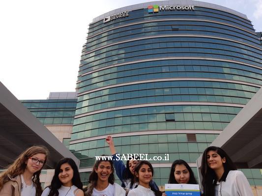 طالبات الاعدادية أ – المغار تتألقن في الحفل النهائي لمشروع هندسة البرمجة الذي جرى في شركة ميكروسوفت في رعنانا